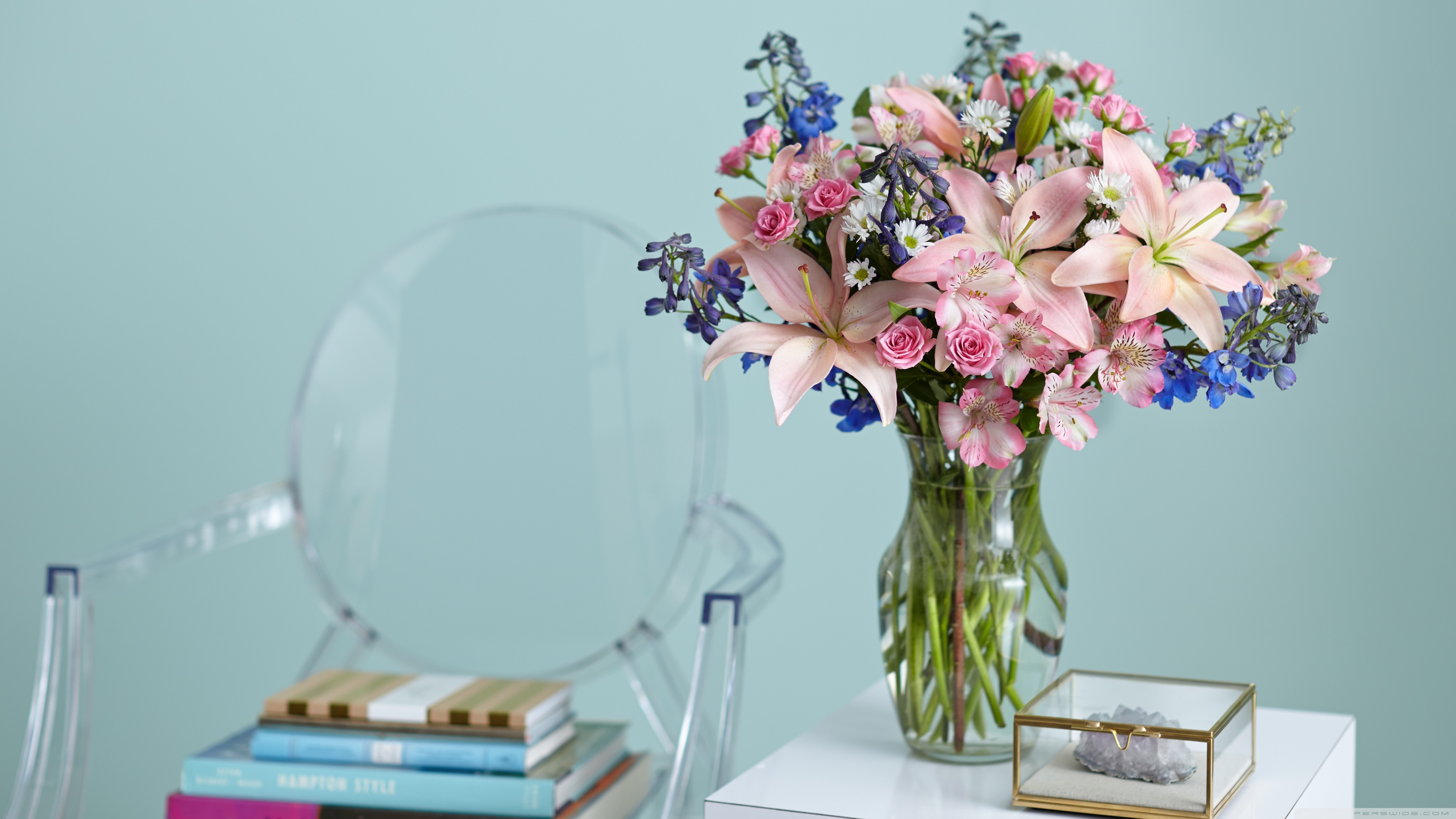Beautiful Lilies Bouquet in a Vase