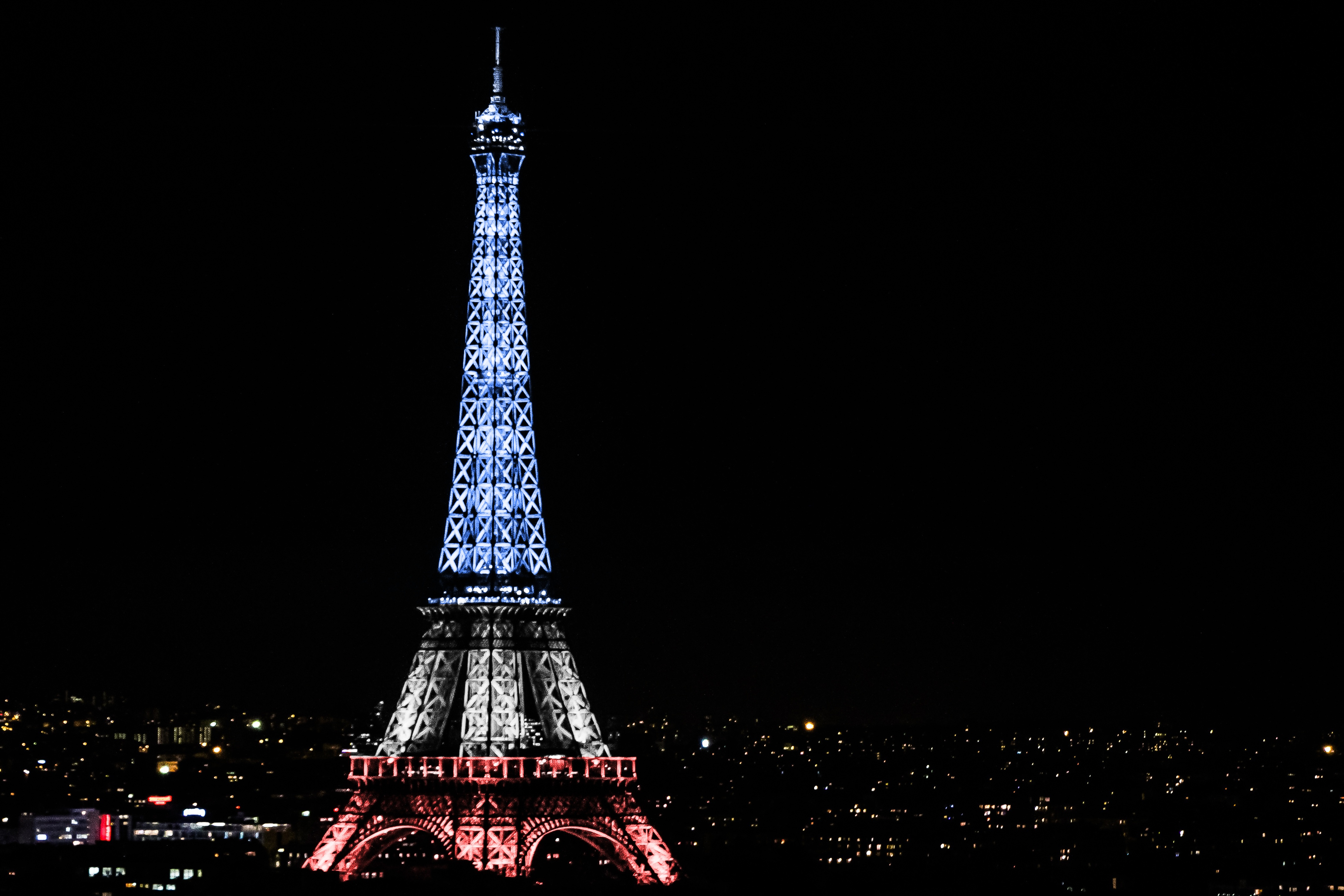 Eiffel Tower Paris France Night Wallpapers Hd Wallpapers