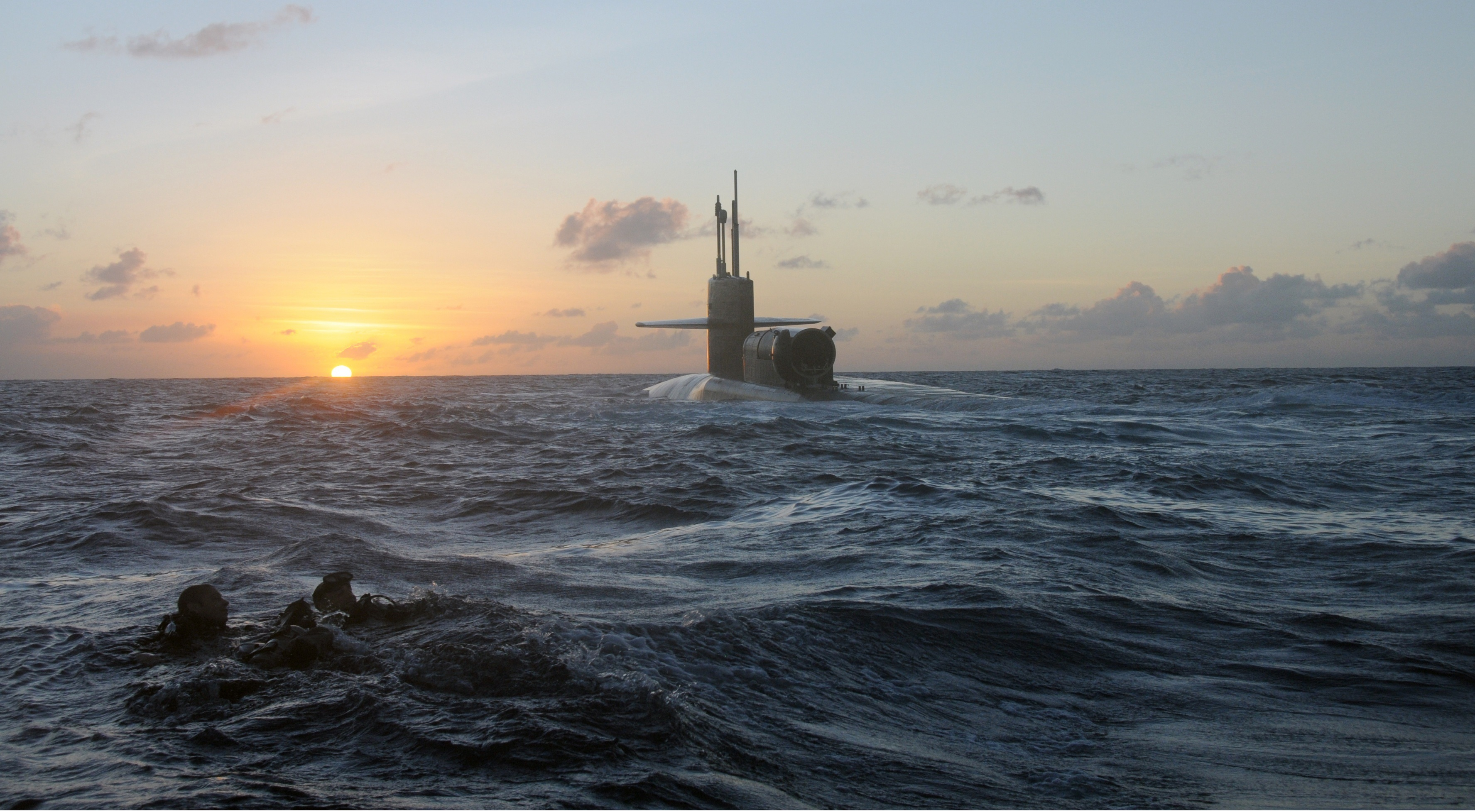 us_military_submarine-wallpaper-3554x1999