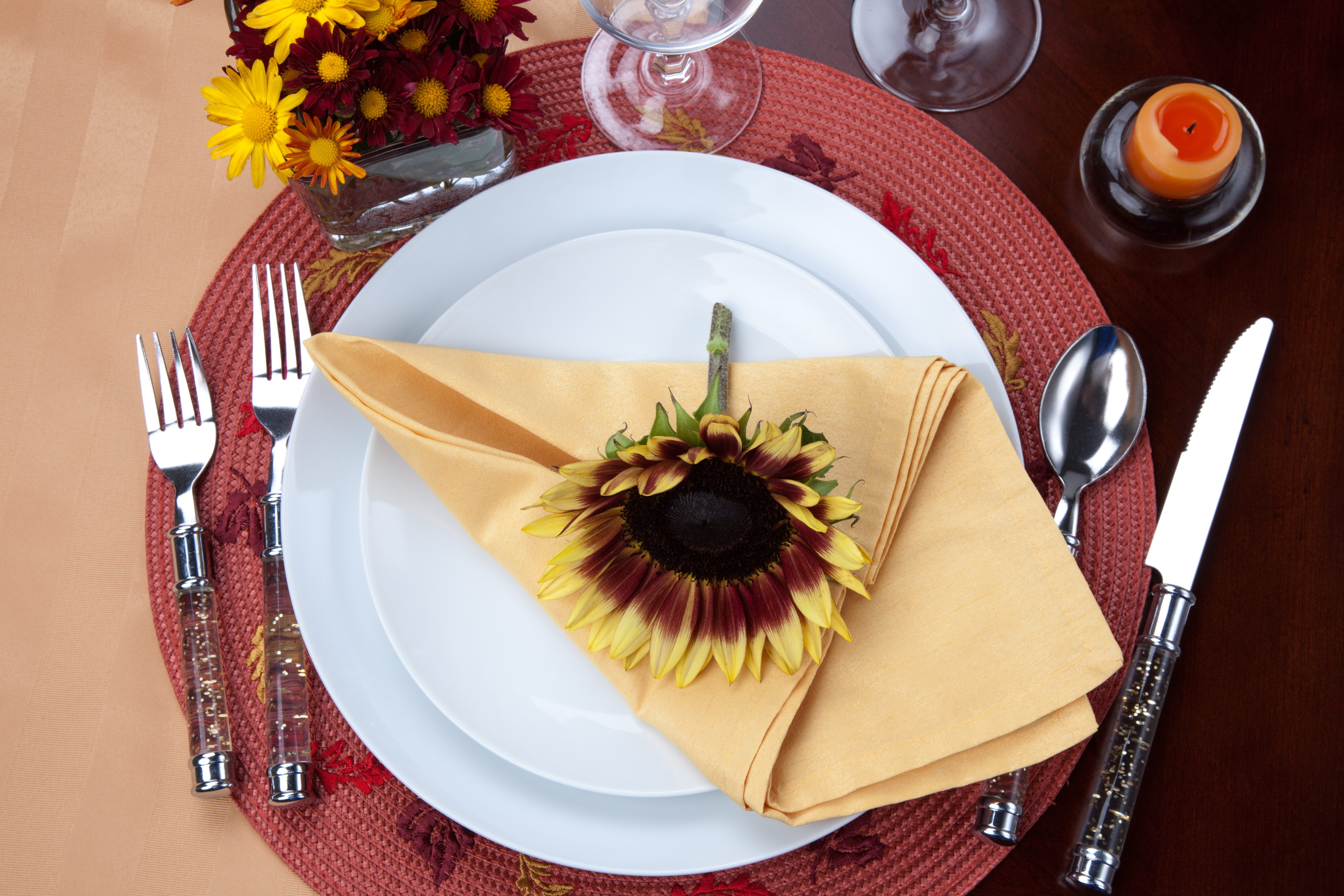 table_decoration_fall_flowers_sunflowers_dishes_napkin_78749_5616x3744
