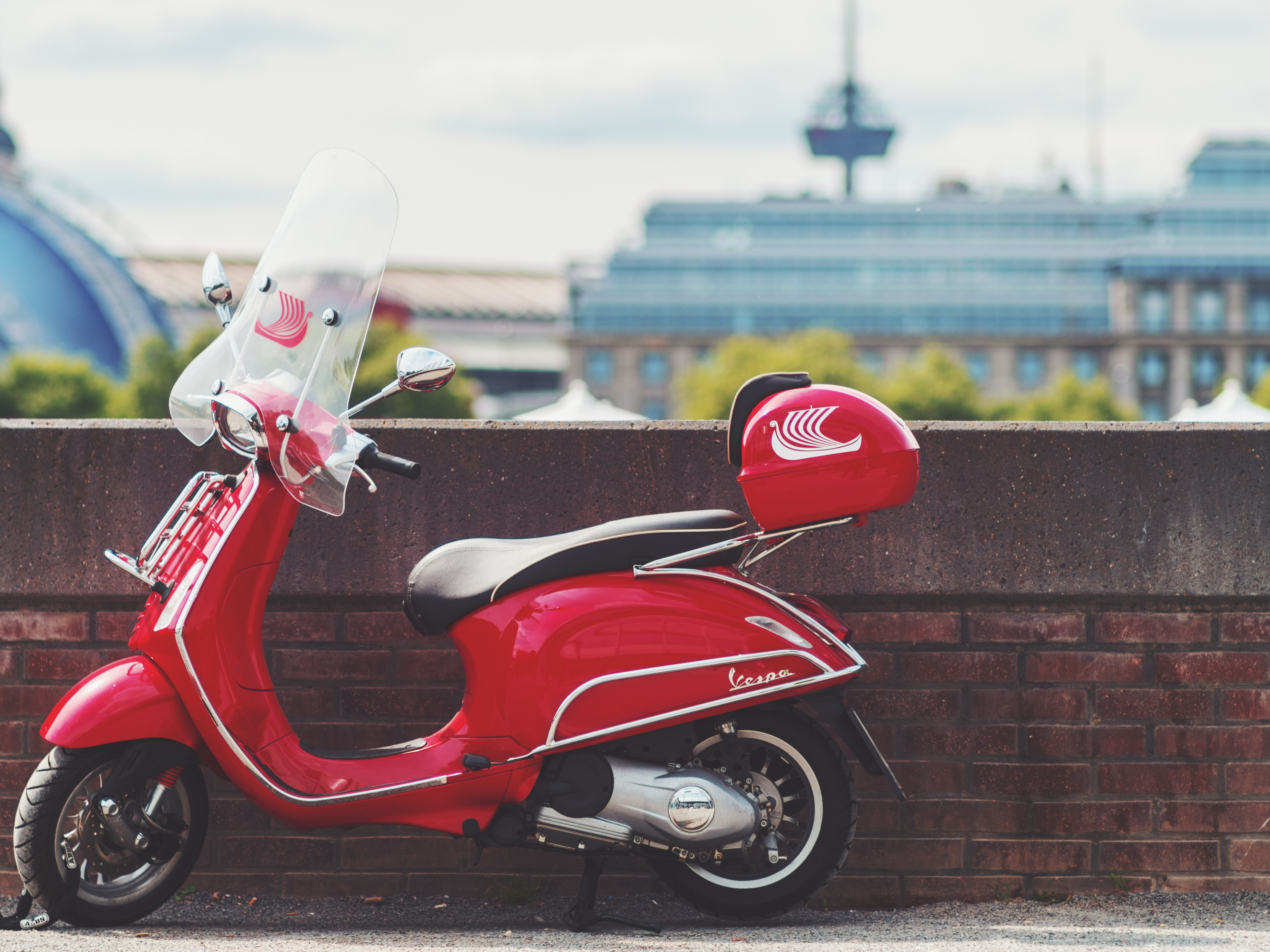 scooter_red_transport_115671_5184x3888