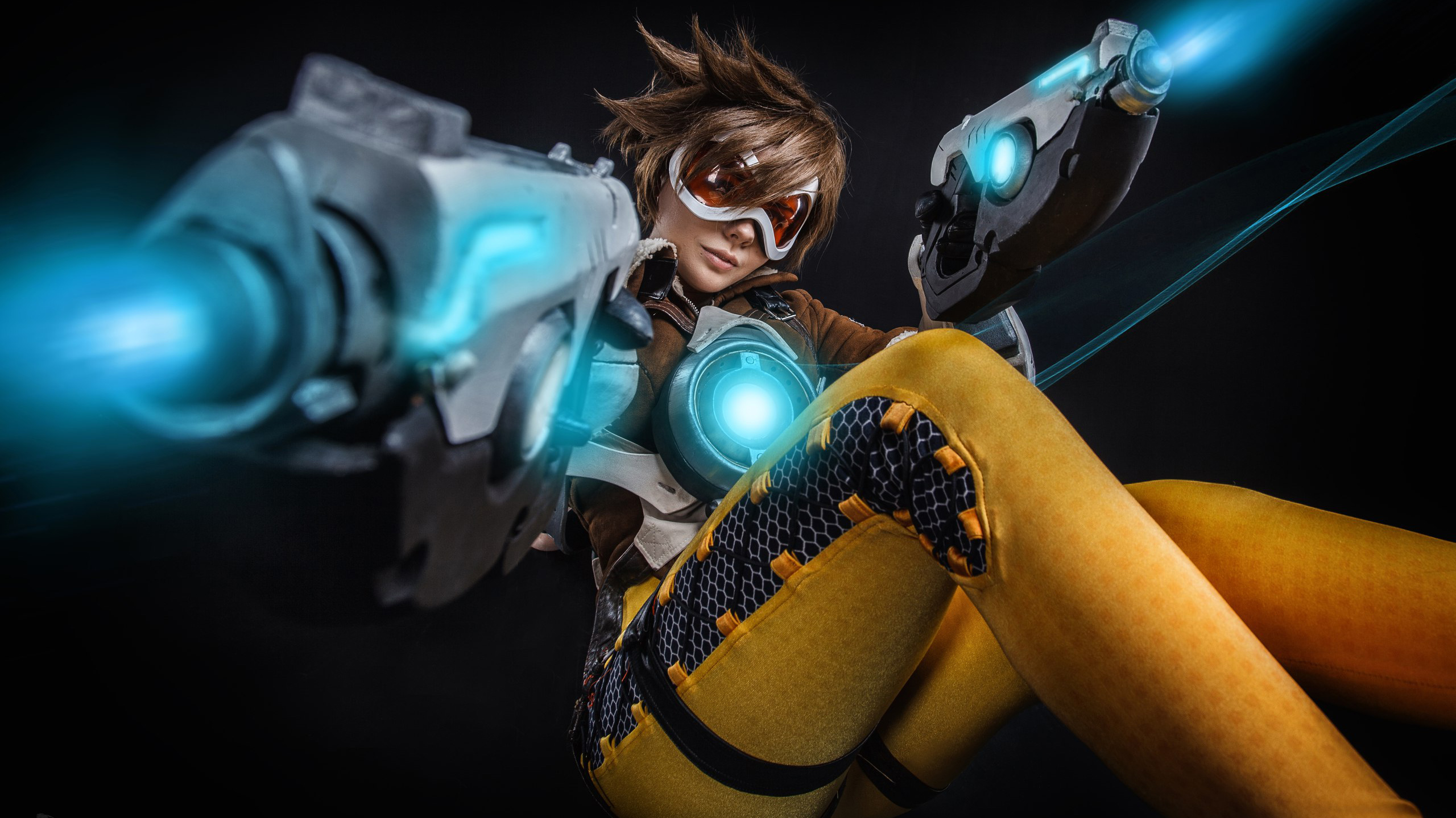 Tracer Cosplay Overwatch Wallpapers Hd Wallpapers