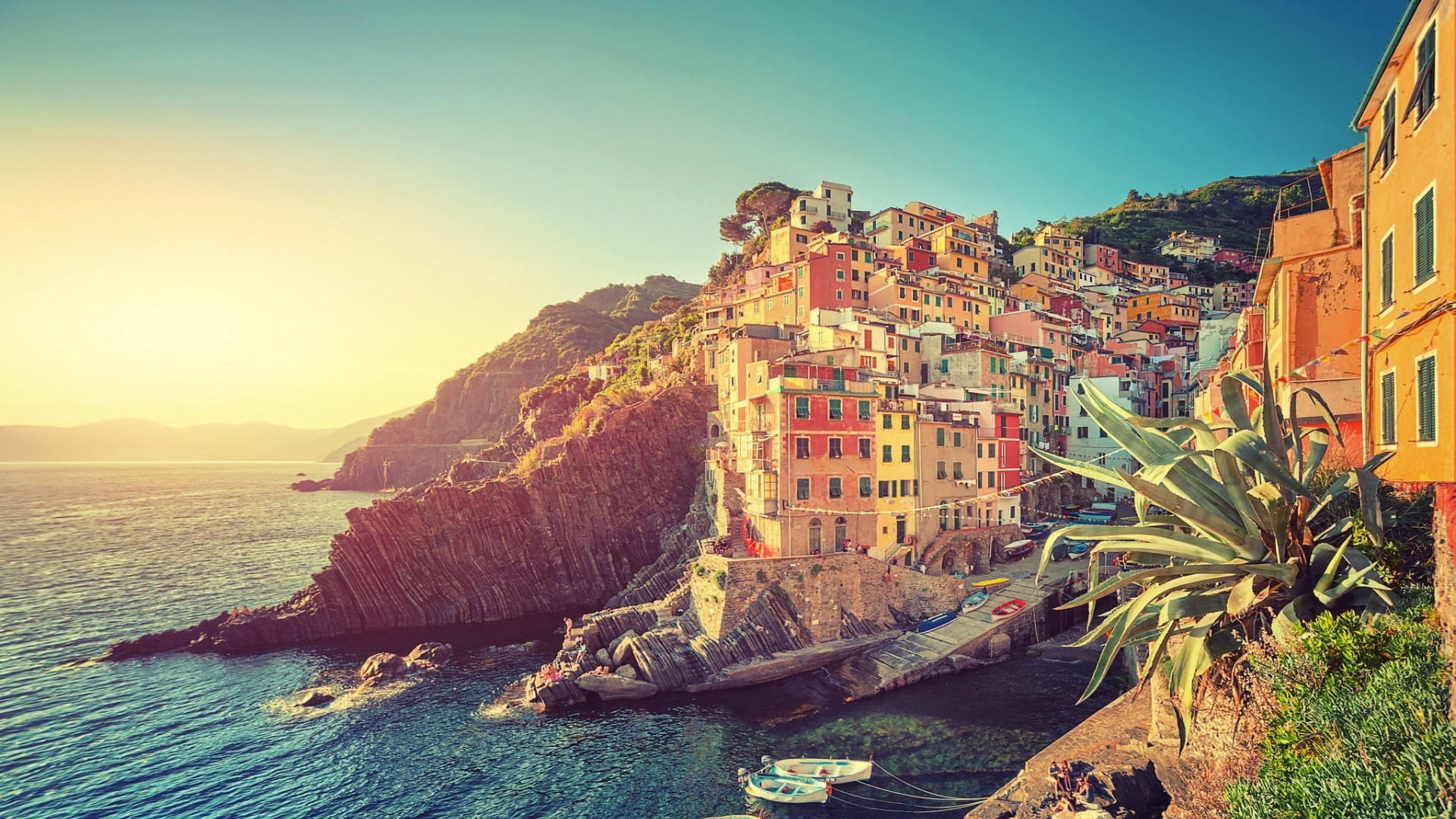 Manarola Town In Italy Wallpapers
