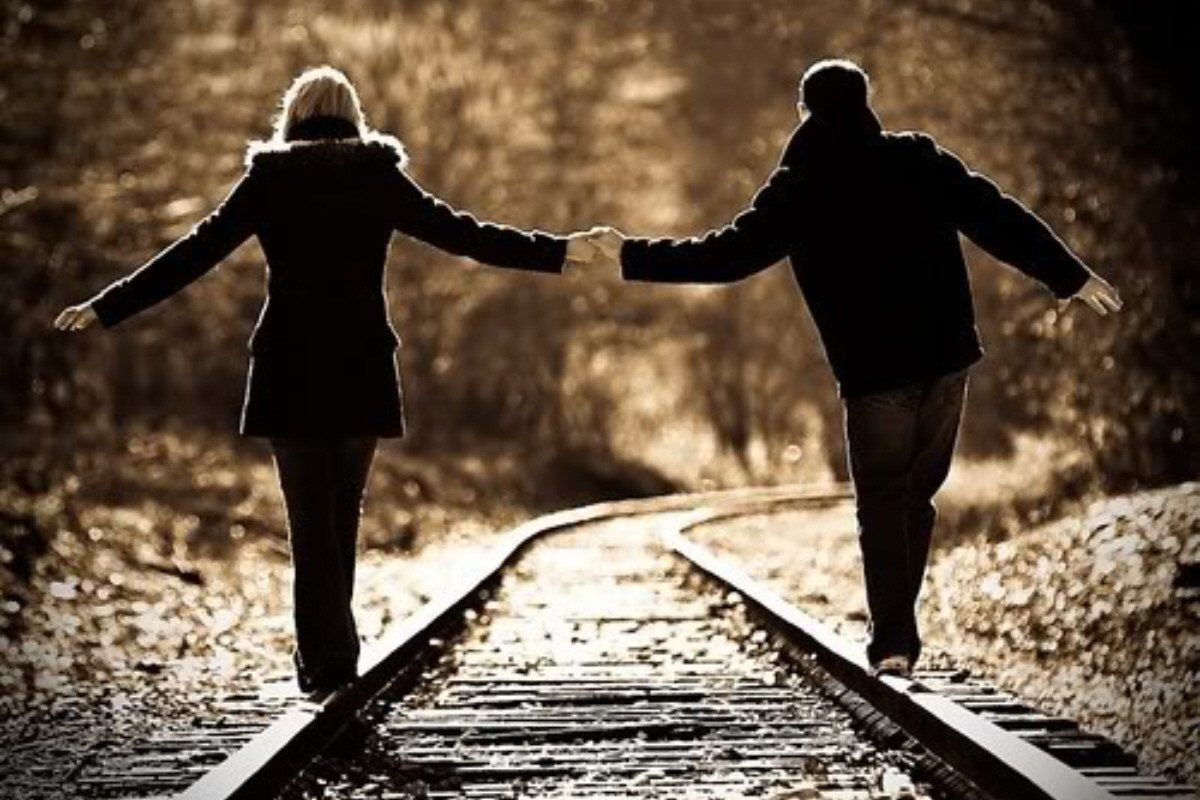 Love Couple Holding Hands Wallpapers